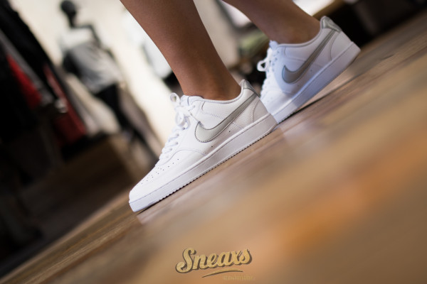 NIKE WMNS COURT VISION LOW (CD5434-111)