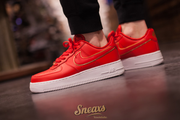 NIKE WMNS AIR FORCE 1 '07 ESS (AO2132-602)