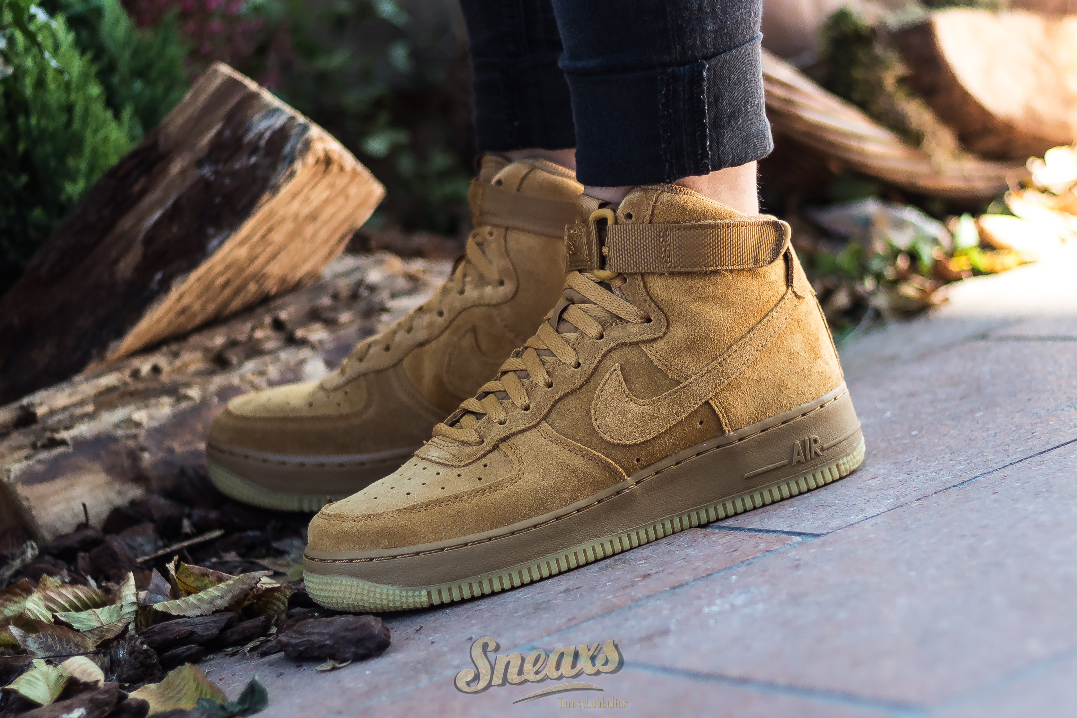 pick up b50d3 e2864 Vorschau  NIKE AIR FORCE 1 HIGH LV8 (GS) (807617-701) ...