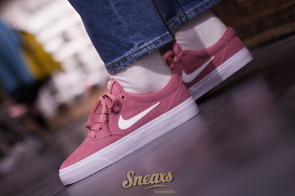 NIKE SB WMNS CHARGE SUEDE (CQ2470601)