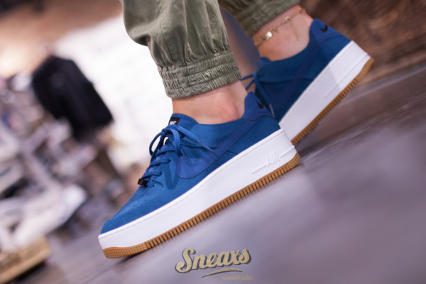 NIKE WMNS AIR FORCE 1 SAGE LOW (AR5339-401)