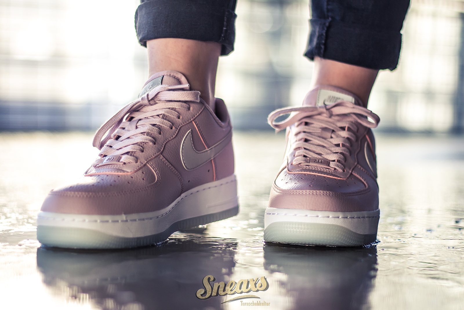 NIKE WMNS AIR FORCE 1 '07 ESS (AO2132 500)