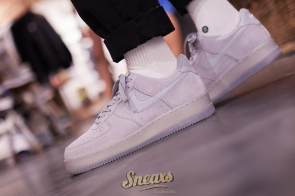 NIKE AIR FORCE 1 '07 LV8 3 (BQ4329-001)