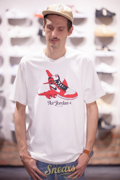 NIKE AIR JORDAN SS GRAPHIC TEE (CN3596-100)