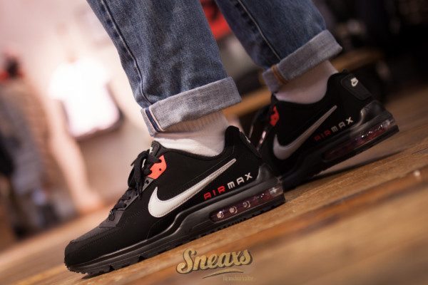 NIKE AIR MAX LTD 3 (CW2649-001)